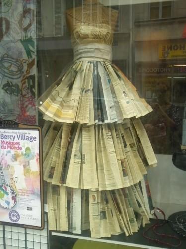 robe journaux rue de Cotte.jpg